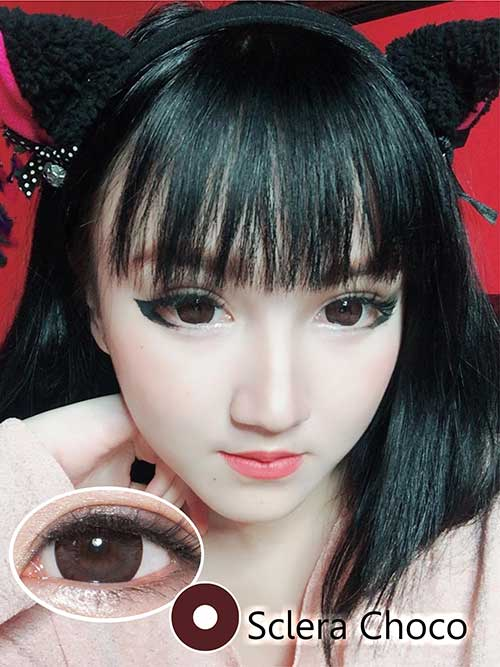 sclera-coklat dark brown